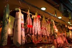 Packe av korvar på den Barcelona's marknaden, Spanien Royaltyfria Foton