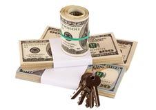 Packe av US dollar som isoleras på vit Royaltyfri Foto