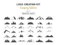 Packe för logoskapelsesats Campa upplagauppsättning Bergvektorformer och beståndsdelar skapar din egen utomhus- etikett stock illustrationer