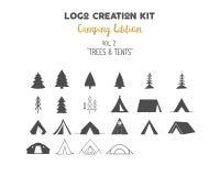Packe för logoskapelsesats Campa upplagauppsättning Trädvektorformer och tältbeståndsdelar Skapa din egen utomhus- etikett stock illustrationer