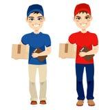 Packe för post för leveransman bärande Royaltyfri Fotografi