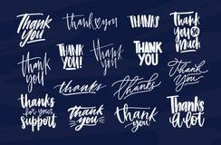 Packen av modernt tackar dig inskrifter, eller tacksamhet formulerar skriftligt med olika dekorativa calligraphic stilsorter Upps stock illustrationer