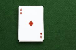 Packen som spelar kort, gör ett ess på diamanter Royaltyfria Bilder