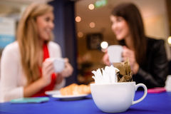 Packets of sugar in a cup on table Royalty Free Stock Photography