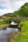 Packhorse bridżowy Jeziorny Gromadzki Cumbria Anglia UK Zdjęcie Royalty Free
