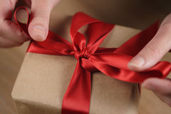 Packing gift box with red ribbon Royalty Free Stock Images
