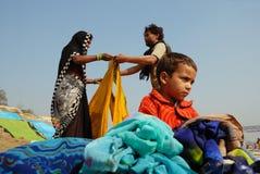 packning för familjindia män Fotografering för Bildbyråer