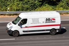 Packwagen Express-040 auf Autobahn lizenzfreie stockfotografie