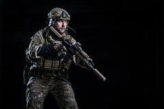 PACNIĘCIE oficer z karabinem Fotografia Royalty Free