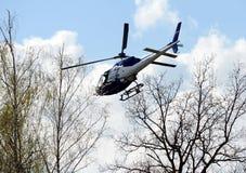 PACNIĘCIE wojownicy na helikopterze policyjnym AS-355 Zdjęcia Royalty Free