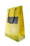 Pacote amarelo isolado no branco Foto de Stock Royalty Free