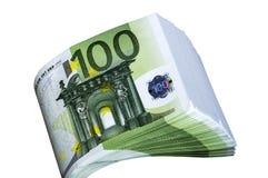 Pacote de dinheiro 100 euro em um fundo branco Fotos de Stock