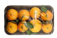 Pacote do mandarino isolado em um fundo branco com um trajeto de grampeamento Vista da parte superior fotografia de stock