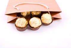 Pacote do presente do chocolate Fotos de Stock Royalty Free