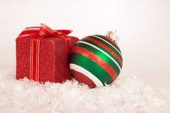 Pacote e ornamento do Natal Imagens de Stock