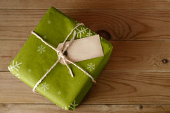 Pacote verde amarrado corda do Natal Fotos de Stock Royalty Free