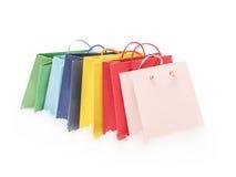 Pacotes coloridos do presente que estão na neve Imagem de Stock