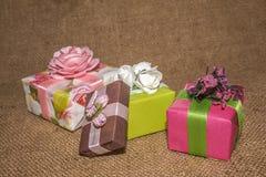 Pacotes com uma surpresa para amadas foto de stock royalty free