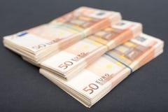 Pacotes do dinheiro do Euro imagens de stock