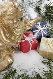 Pacotes do Natal e anjo do Natal, fim acima Imagem de Stock Royalty Free