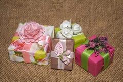 Pacotes do presente Presentes para o feriado foto de stock