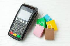 Pacotes do terminal e da compra do pagamento da posição fotografia de stock royalty free