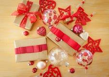 Pacotes envolvidos bonitos para o Natal Fotos de Stock Royalty Free