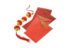Pacotes vermelhos chineses e lanternas do ano novo Fotografia de Stock