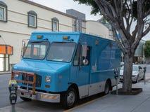 Pacyfik Benzynowy & Elektryczna PG&E naprawy ciężarówka parkująca na ulicie obraz royalty free