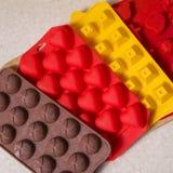 Paczka czekolada tworzy dla domowej roboty cukierków na neutralnym backgr Obrazy Stock