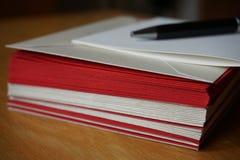 Paczka czerwień i srebro koperty (perłowe) Zdjęcie Royalty Free