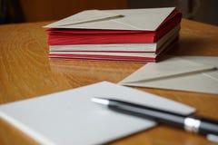 Paczka czerwień i srebro koperty (perłowe) Zdjęcie Stock