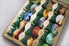 Paczka Greenfield herbata z wiele różnymi smakami zdjęcia stock