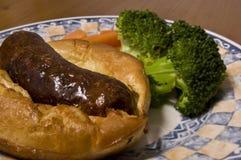 Pad in het gat (Britse maaltijd: worst in beslag) stock foto's