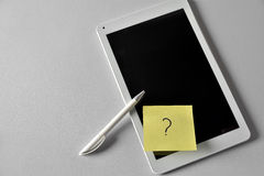 Pad with question sign on a note Royalty Free Stock Photos