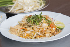 Pad Thai Goong Sod (Fried Rice Sticks with Shrimp) thai food Royalty Free Stock Photos