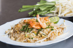 Pad Thai Goong Sod (Fried Rice Sticks with Shrimp) thai food Royalty Free Stock Images