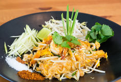 Pad Thai noodle with shrimp Royalty Free Stock Images