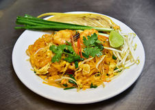 Pad thai with shrimps, Thai food Royalty Free Stock Photos