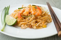 Pad Thai, stir-fried rice noodles with shrimps Royalty Free Stock Images