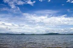 Padać i niebieskie niebo Fotografia Royalty Free