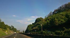 Padalarangweg in West-Java, Indonesië wordt gevestigd dat Stock Afbeeldingen