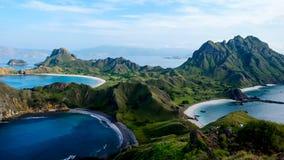 Padar海岛秀丽风景从小山的顶端 免版税库存照片