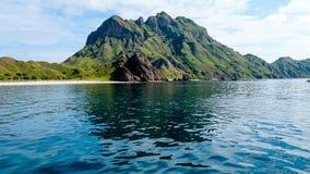 Padar海岛秀丽风景从海的 库存照片