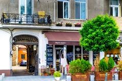 Padaria francesa em Bucareste, Romênia imagens de stock royalty free