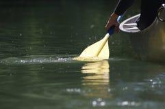 Paddel im Fluss Lizenzfreies Stockbild