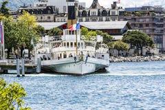 Paddelboat de Suisse de La accouplé à Montreux Photographie stock