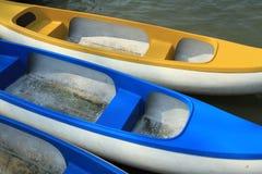 Paddelboote hergestellt vom Fiberglas stockfoto