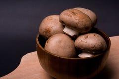 Paddestoel bruine Champignon bij het koken van raad Royalty-vrije Stock Afbeelding