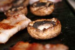 Paddestoelen en Koreaanse BBQ Stock Foto's